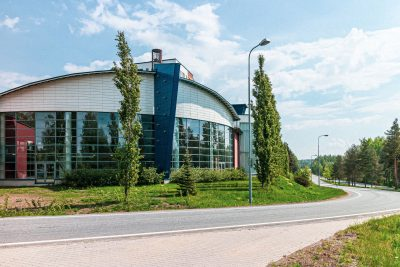 Kangasalan uimahalli Kuohu sijaitsee kaupungin keskustassa valtatie 12 varrella.