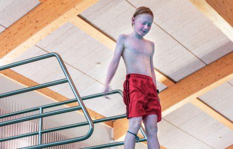 Kuohun neljä metriä syvään altaaseen kelpaa heittäytyä joko kolmen metrin korkeudesta tai ponnahduslaudalta kerien.